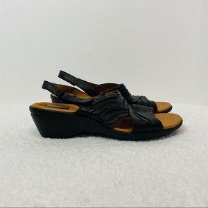 Clarks artisan black wedge heel sandal size 10W